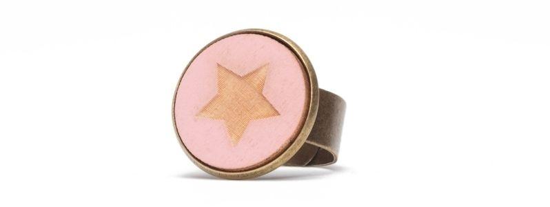Ring mit Cabochon Stern Rosa