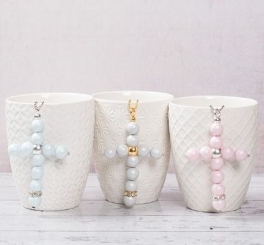 Kreuzanhänger mit Perlen und Modellierdraht biegen