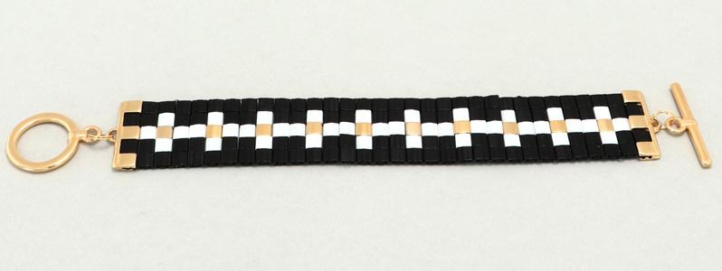 Gefädeltes Armband mit Tila-Perlen Borte