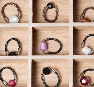 Schmuckanleitung für Lederband-Ringe mit Swarovski Kugeln