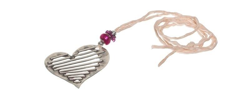 Lange rosa Kette mit Herz-Anhänger