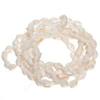 Muschelperlen, Schnecke ca. 10 x 5 mm, Strang 90 cm, weiß