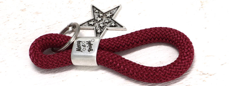"""Schlüsselanhänger für Weihnachten mit Segeltau """"Merry & Brig"""