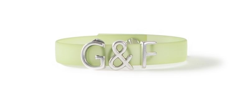 Armband mit Buchstabenperlen G & F