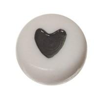 Kunststoffperle, runde Scheibe, 7 x 3,7 mm, weiß mit schwarzem Herz