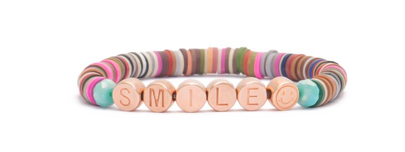 Armband mit rosevergoldeten Buchstabenperlen Smile