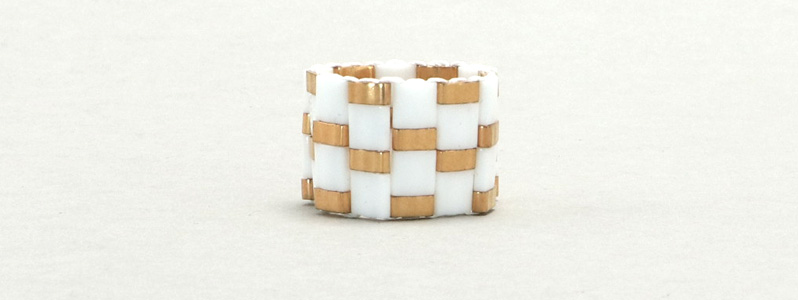 Gefädelter Ring mit Tila und Half-Tila-Perlen Weiß-Gold