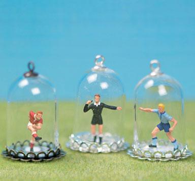 Fußballanhänger mit Glaskugeln selber machen