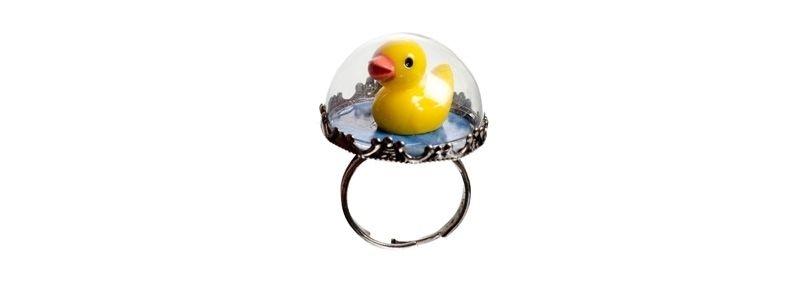 Ring mit Glaskugel und Ente