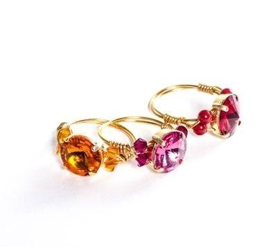 Goldige Ringe mit Modellierdraht und Rivoli