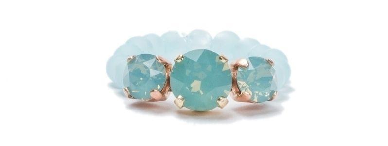 Ringe mit Krallenkesseln Air Blue Opal