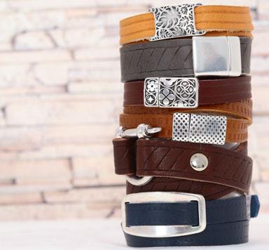 Lederarmbänder mit geprägtem breitem Lederband