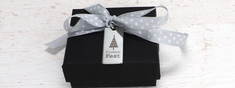 """Geschenkverpackung für Weihnachten mit Edelstahlanhänger """"Fr"""