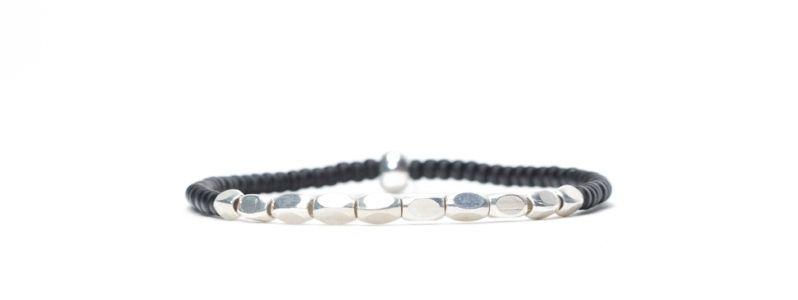 Armband mit Hexagon-Perlen und Rocailles