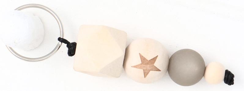 Schlüsselanhänger mit Holzperlen Stern