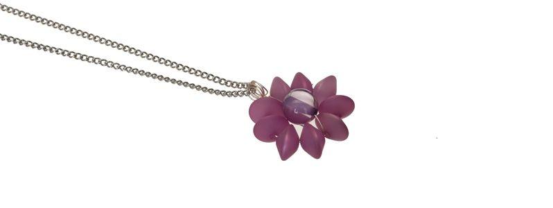 Ketten mit Blumenanhänger Violett