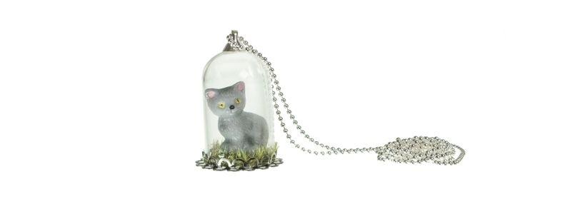 Kette mit Glaskugel und Katze grau