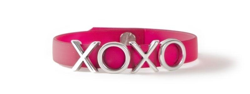 Armband mit Buchstabenperlen XOXO