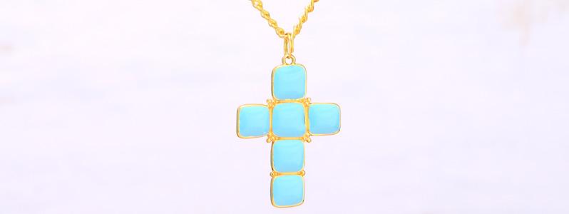 Modern Boho Kette mit emailliertem Metallanhänger Kreuz