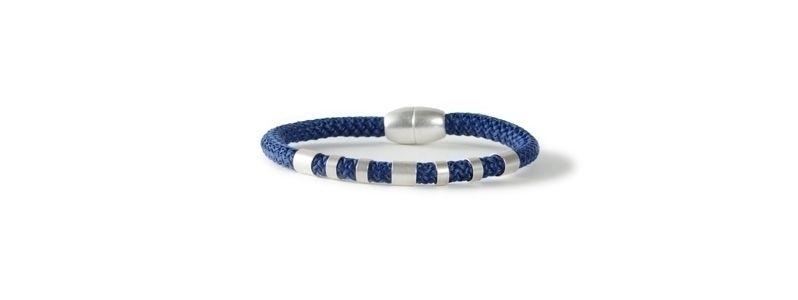 Einfaches Armband mit Segelseil Blau