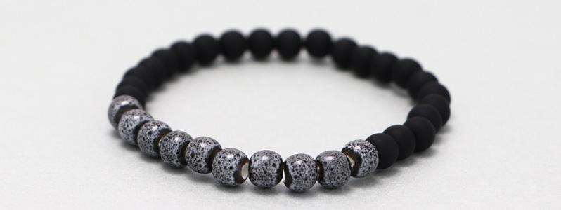 Armband mit Porzellanperlen Schwarz und Grau
