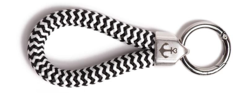Maritimer Schlüsselanhänger aus Segeltau Schwarz-Weiß Gestre