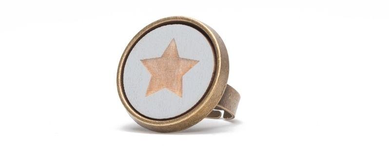 Ring mit Cabochon Stern Hellblau