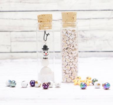 Anhänger und Perlen für Weihnachten