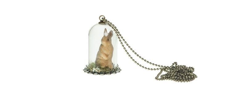 Kette mit Glaskugel und Hase