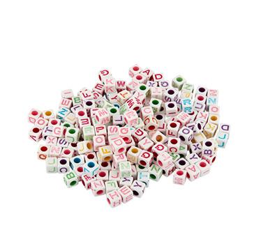 Buchstabenperlen aus Kunststoff
