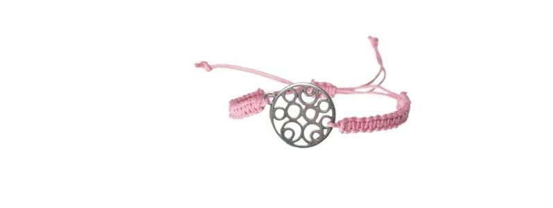 Armband mit Metallanhänger Makramee