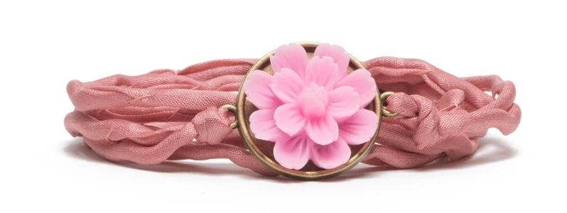 Seidenarmband mit Blumencabochon Pink