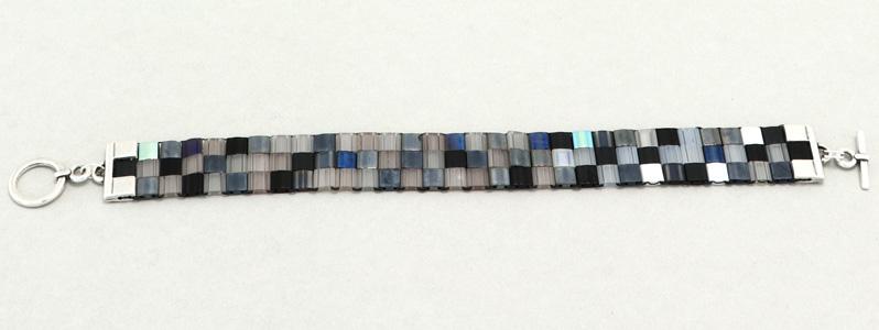 Gefädeltes Armband mit Tila-Perlen Metallic Mix