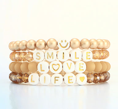 Armbänder mit Buchstabenperlen goldene Schrift