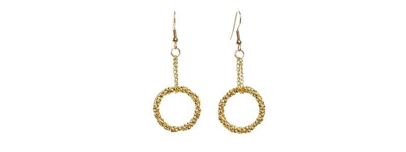 Goldene Ohrringe Ring