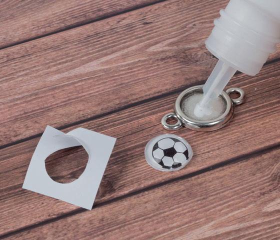 Fußball Armbänder in den Farben deines Vereins selbermachen - Schritt für Schritt erklärt. Schritt 2