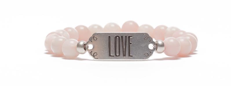 Armband mit Armbandverbinder und Edelsteinen Love