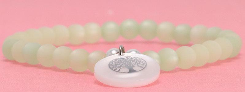 Armband mit Polaris Perlen und Perlmutt Anhänger Baum des Lebens