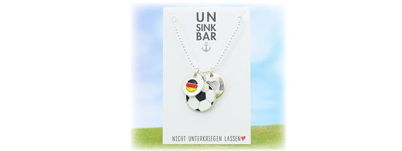 Fußballkette mit Deutschlandanhänger für die WM