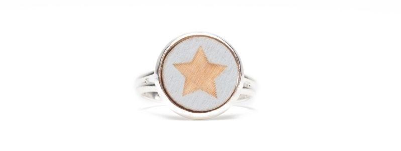 Ring mit Holzcabochon Kleiner Stern