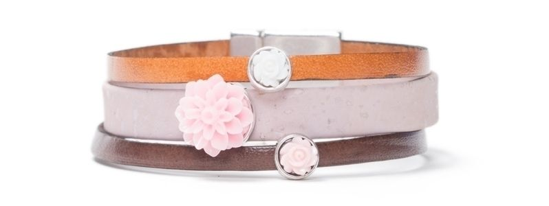 Breites Armband mit  Blumencabochons 3-Fach