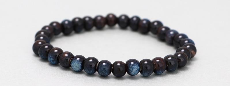 Armband mit Porzellanperlen Marineblau