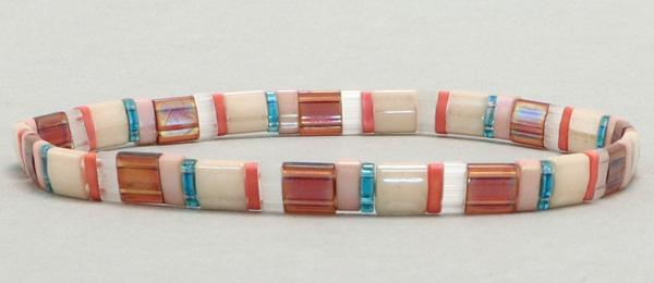 Elastisches Armband mit Tila-Perlen Mix Island Hopper Elastisches Armband mit Tila-Perlen Mix Island Hopper