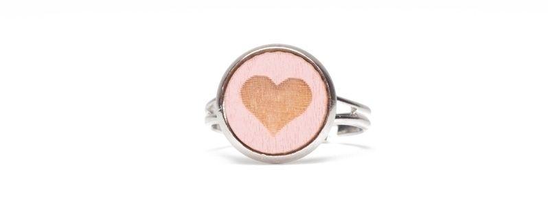 Ring mit Holzcabochon Kleines Herz