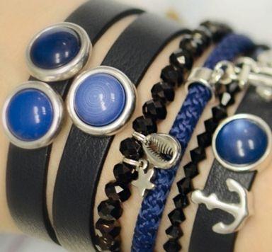 Armbänder zum Farbtrend Navy Peony