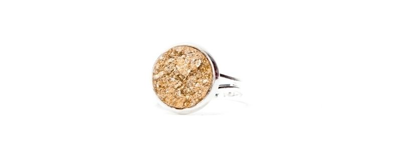 Ring mit Polaris Goldstein Cabochon