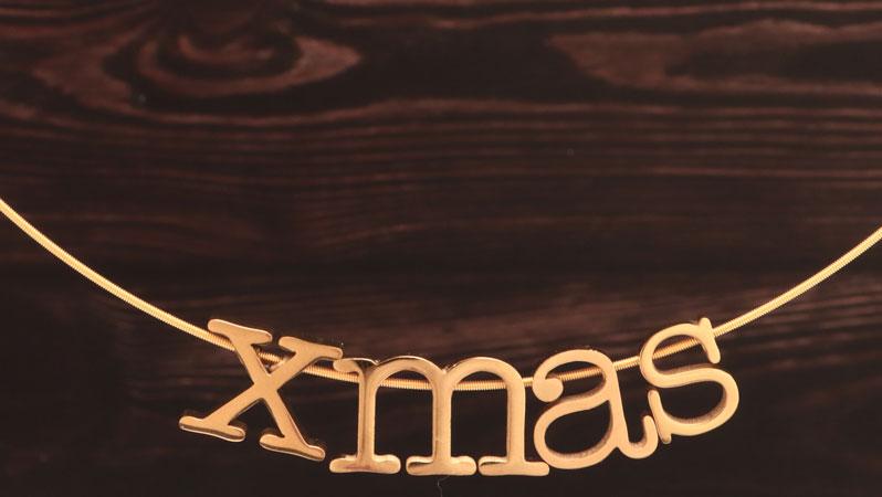 Collier mit Perlen in Buchstabenform XMAS