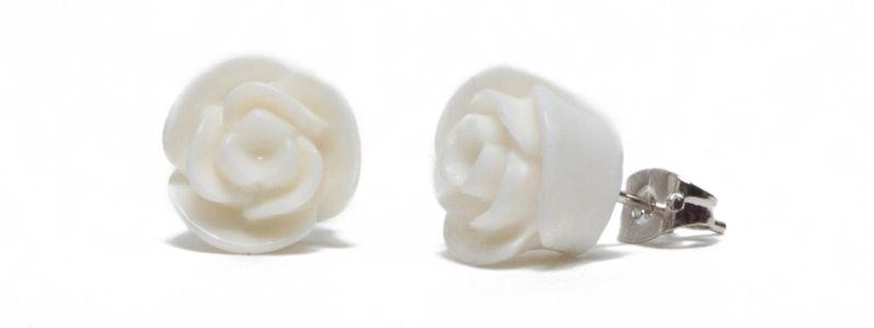 Ohrstecker mit Blumencabochons Weiß