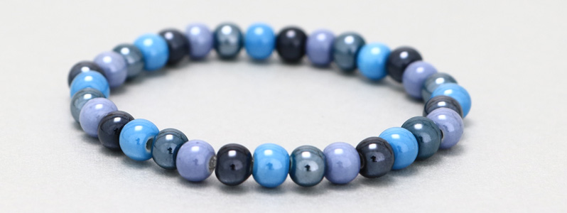 Armband mit Porzellanperlen Blautöne