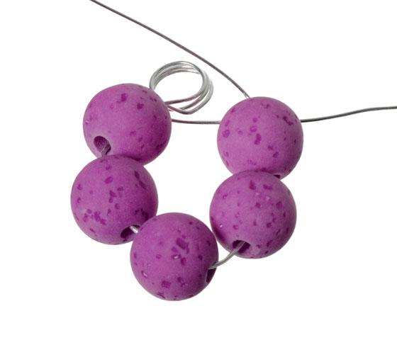 Blumenanhänger aus Polaris Gala Sweet Perlen mit Modellierdraht biegen Schritt 4
